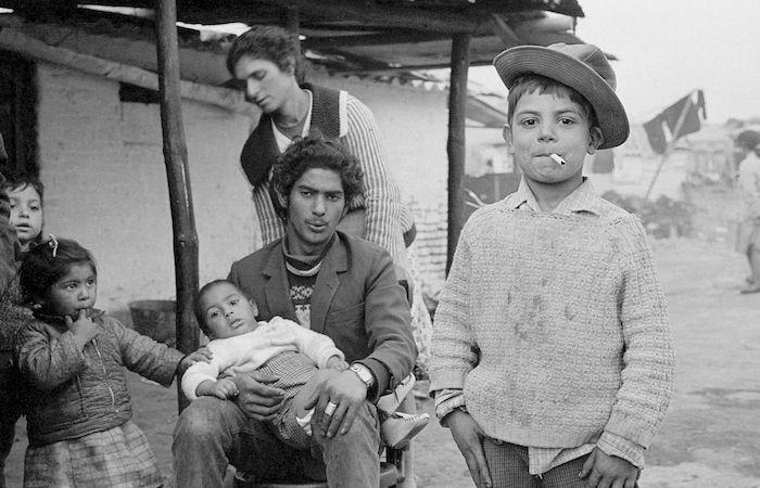 """Tan joven y fumando"""" (1972) Foto: Joaquín Collado"""