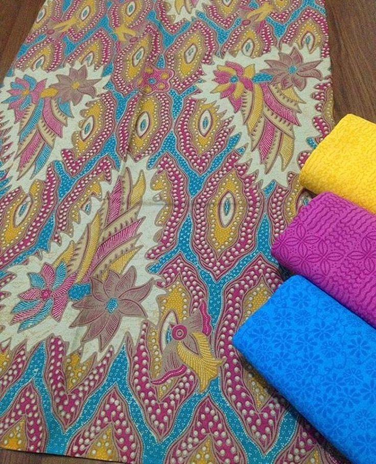 Batik print katun halus + embos @145.000 Batik 200x115 @100.000 Embos 190x100 @60.000 Ambil banyak harga grosir Minat WA 0819-821764 Line Lechis #batikmodern #seragamkeluarga #seragamnikah #seragammanten #embos #jualkain #jualkainbatik #kain