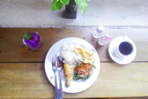 Traditional food of indonesia #nasi #pecel