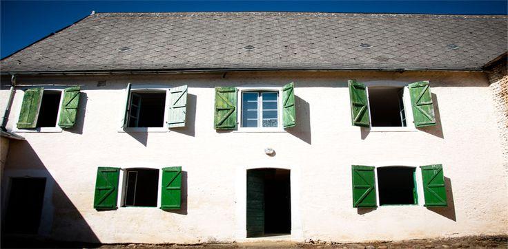 Le tarif d'un volet bois, PVC, alu - Prix et Devis menuiserie volet : http://www.maisonentravaux.fr/fenetres/tarif-volet-bois-pvc-alu-prix-devis-menuiserie-volet/