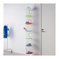 IKEA - IKEA PS FÅNGST, Opbevaring med 6 fag, hængende., , Perfekt til småting på et børneværelse, handsker i entreen, sokker i garderobeskabet eller shampooflasker på badeværelset. Nem at hænge på en krog, garderobestang eller et garderobestativ.Det er nemt at se indholdet gennem nettet.Fastgjort med velcrobånd, der går op, hvis barnet klatrer op i nettet.Det er sjovt at rydde op og sortere, når man kan kaste til måls samtidig.At kaste til måls udvikler barnets afstandsbedømmelse og…