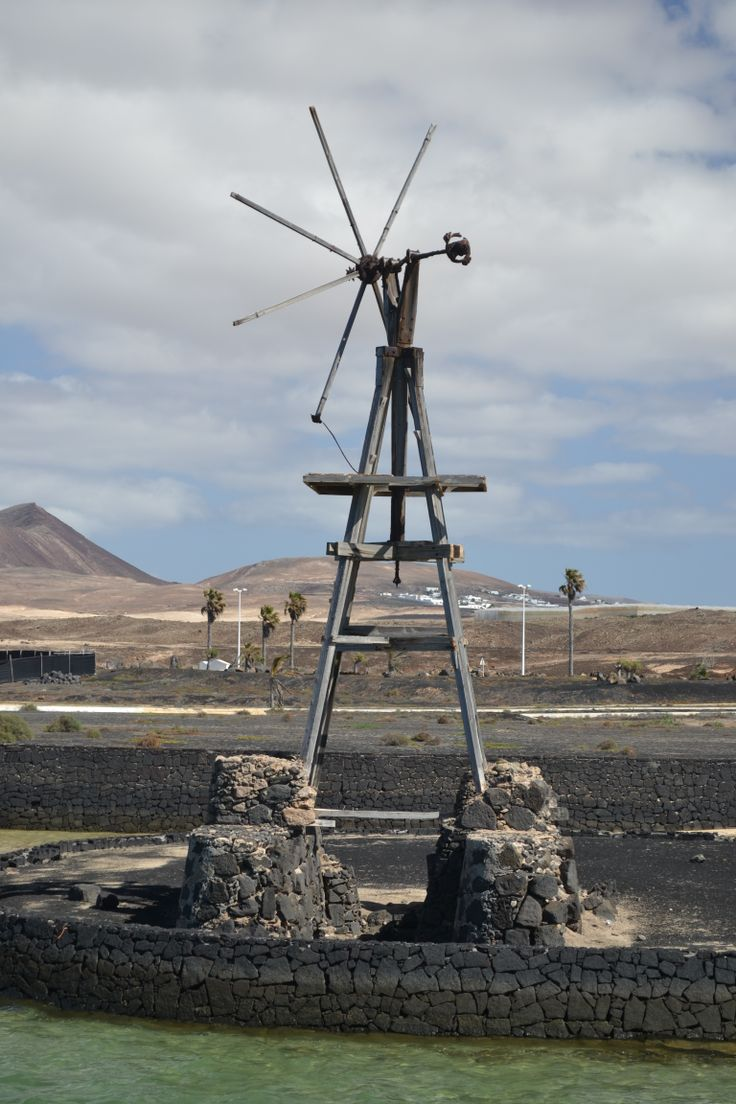 A cloudy day with sunny intervals for Lanzarote, wind 20-25 km/h from the north with gusts up to 55km/h. 5% chance of rain. 26 degrees. Image: La Santa Published: 26th May 2014