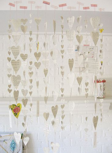 I want to make some of these.  Maybe a LOT of these. :-): Craft, Idea, Hanging Heart, Valentines, Paper Hearts, Decoration, Heart Garland, Valentine S