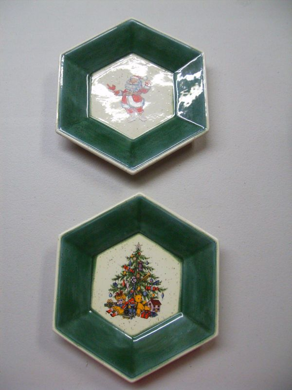 2 Vintage Christmas Plates Decorative Santa Christmas Tress Toys Hexagon Shaped #Unbranded