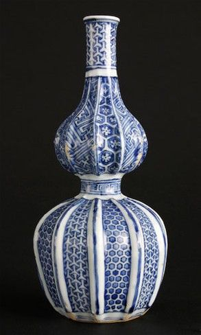 Gourd-shaped bottle  Shonzui ware Ming dynasty (1368–1644), about 1600–44  Porcelain with underglaze cobalt blue painted decoration made at Jingdezhen in Jiangxi Province