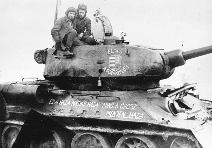 T34/85 típusú harckocsi.