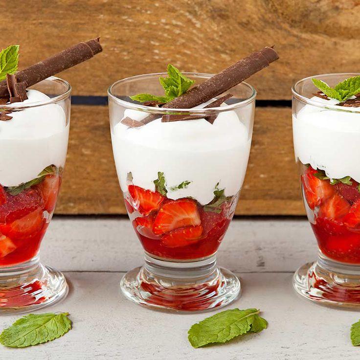 Aardbeien met romige Amaretto-munt crème