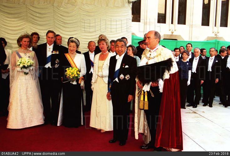 Left to Right:  HRH DUCHESS OF GLOUCESTER; HRH DUKE OF GLOUCESTER; EMPRESS MICHIKO OF JAPAN; LADY MAYORESS SHEILA NICHOLS; EMPEROR AKIHITO OF JAPAN and the LORD MAYOR OF LONDON. At Guildhall in th... - stock photo