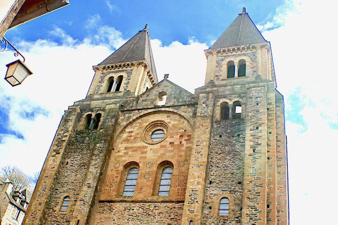 Conques, village médiéval avec son abbatiale. Station dans le pèlerinage vers St Jacques de Compostelle.