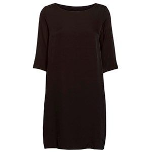 """SUST SILK simple silk dress, black. Exclusive and simple dress, Lightly fittet and 3/4 sleeves. The dress is soft and wonderful to wear. Limited. Made from 100% silk in """"dead stock"""", which means that it's made from residues from other collections."""
