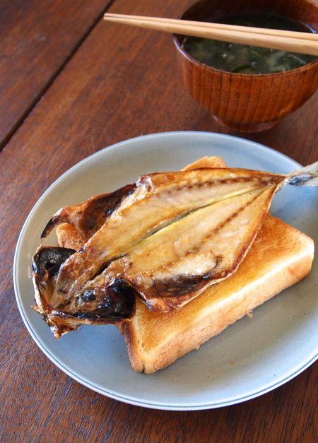 「あまちゃんの「アジの干物トースト」を作ってみた。」:ヤスナリオのロッキン・オン・ゴハン ~ツマミはいつでもフルボリューム~:レシピブログ