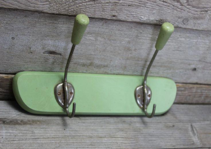 Vintage Hakenleisten - Garderobe Hakenleiste true vintage hellgrün - ein Designerstück von Manuelas-Allerlei-Shop bei DaWanda