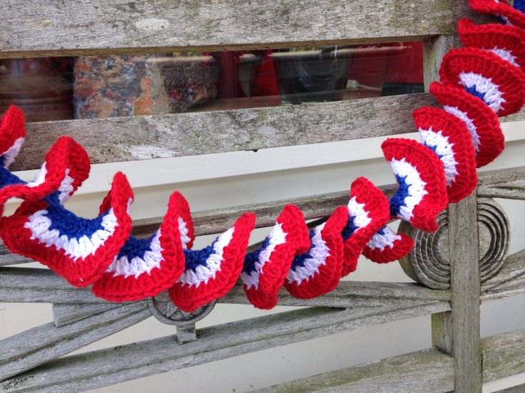 Crochet: guarland in red white and blue