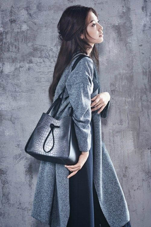 More chic photos of Park Shin Hye for 'Bruno Magli' revealed | allkpop.com