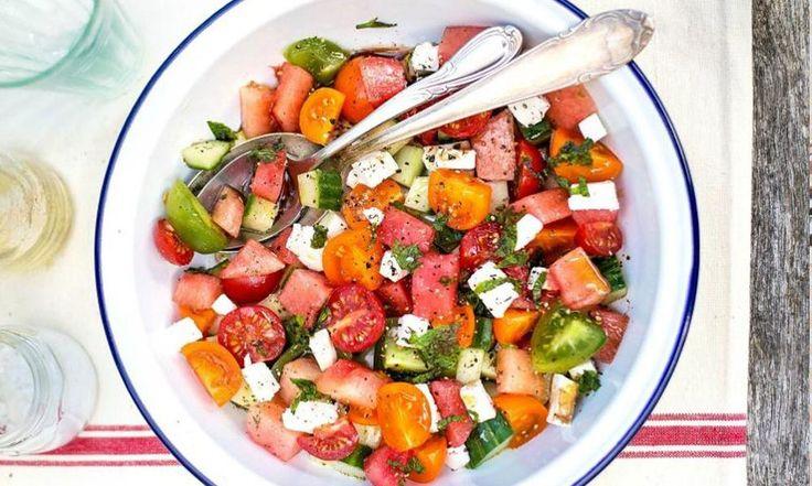 Σαλάτα ντομάτα με καρπούζι και φέτα με μόνο 240 θερμίδες το πιάτο