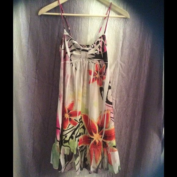 Beautiful Floral Hawaiian sun dress Dress purchased in Hawaii. Lightweight and flirty. Size medium. Dresses Mini