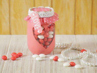 Receta de Cómo hacer un Regalito para San Valentín | En el paso a paso de cómo hacer un regalito para San Valentín, encontrarás el paso a paso para hacer un hermoso regalo casero, son unos bonitos frascos decorados con corazones. Es el obsequio ideal para aquella persona especial.