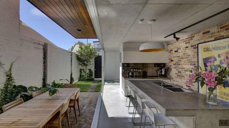 Long Courtyard House