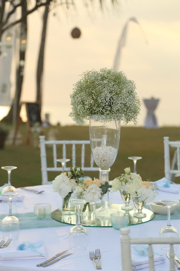 Baby's Breath centerpiece,mint green lace runner,Vintage detail,Simple hand tied flower,White and Peach Flower www.nouadecor.com
