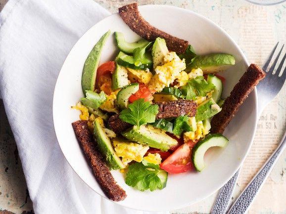 Munakokkeli-kasvissalaatti / Salad with scrambled eggs / Kotiliesi.fi / Kuva/Photo: Sampo Korhonen/Otavamedia