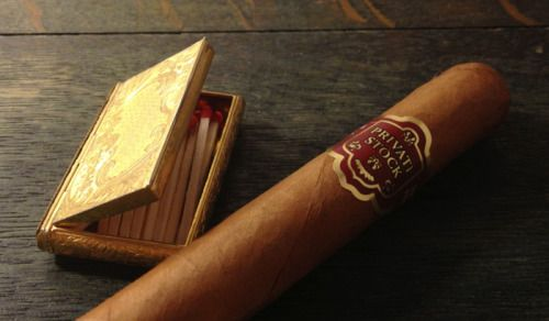 Fumar puros: ¿un placer para pocos hombres?