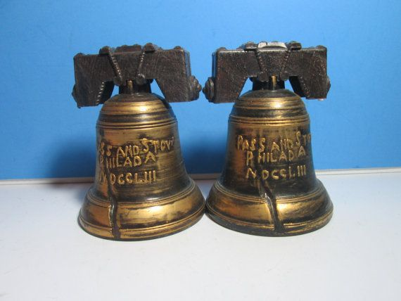Vintage en plastique sel & pepper shakers, cloches de la liberté