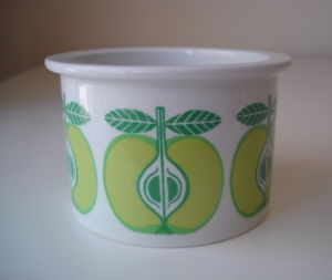 Arabia Finland ceramics- obsessing over these cool mod patterns on ebay!