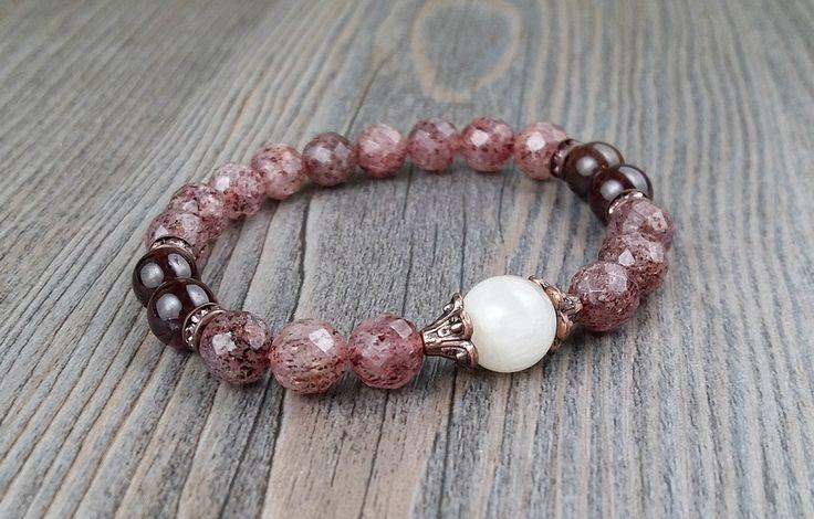 Bracelet quartz rose framboise et grenat - pierres de lune arc-en-ciel anneaux de cristaux rose et cuivre de la boutique BijouxDesignselect sur Etsy