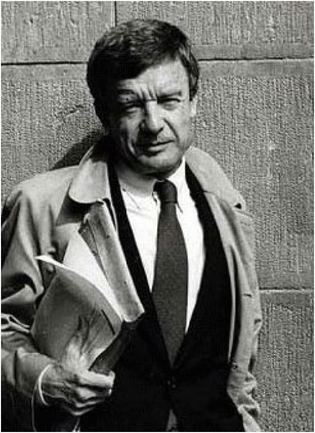 Giorgio Grassi, architeto italiano nasceu em 1935, em Milão, e estudou Arquitetura no Politécnico de Milão, terminando o curso em 1960. Integrou o Centro de Estudos e a Redação da revista italiana Casabella-continuitá entre 1961 e 1964.