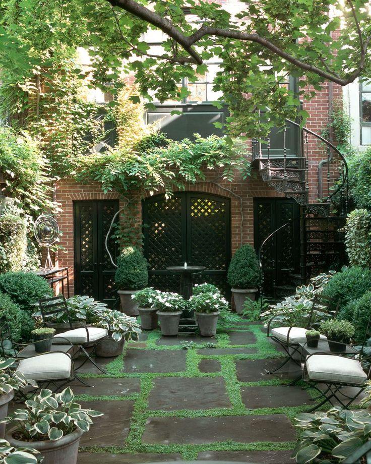 фото дворик таунхауса в итальянском стиле собирать