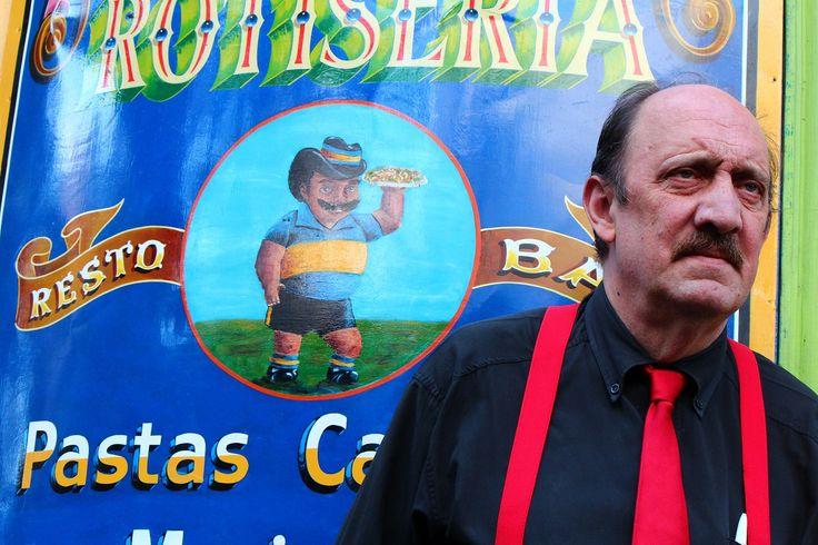 アルゼンチン・タンゴ③ from Buenos Aires,Argentina. タンゴの世界を彩るのは美しい女性だけでなく、そのパートナーとなる男性も然りで漫画に出てきそうなイケメンがずらり。けれども、最も印象的だったのは踊り手ではなく、料理やワインを運んでくれたこのおじさん。シブかった。