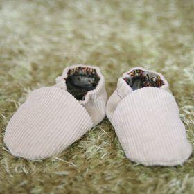 Chaussons bébé en tissu ou en cuir à coudre taille 3 à 36 mois - DIY patron couture et tuto