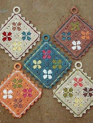 Beautiful Cathedral grannies to be made in potholders, scarfs, stoles, blankets, bed-spreads... name it! FREE DIAGRAMS+ ༺✿ƬⱤღ  http://www.pinterest.com/teretegui/✿༻
