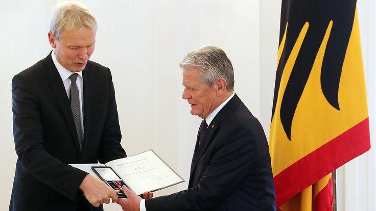 Bundespräsident ehrt Schulleiter: Ulrich Wessel und der Germanwings-Absturz