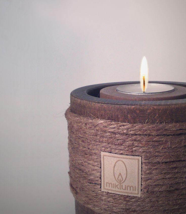 """Portacandele tealights """"Tondo """" in legno di faggio finitura essenza noce e cordatura in canapa."""