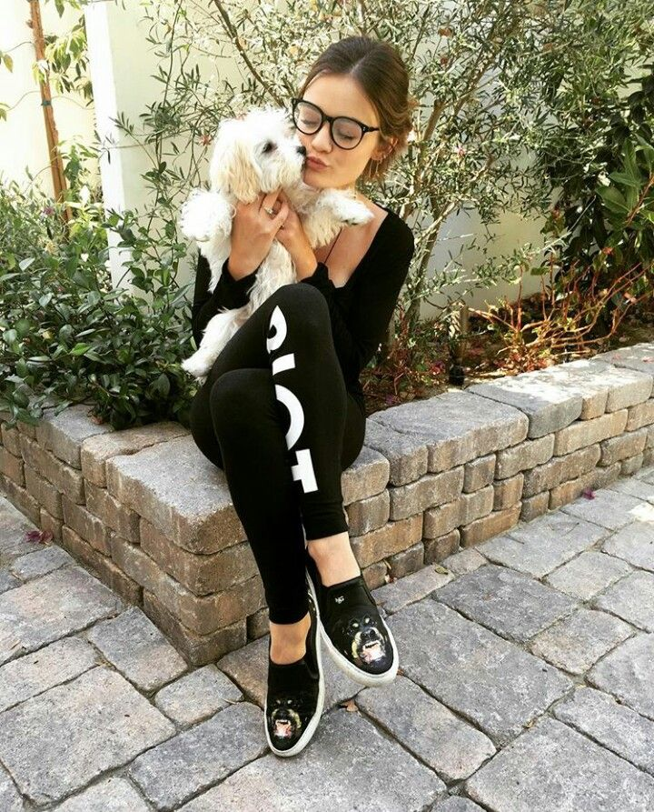 Lucy Hale and doggie! Both are cute! #celebrity #dog http://www.petrashop.com/