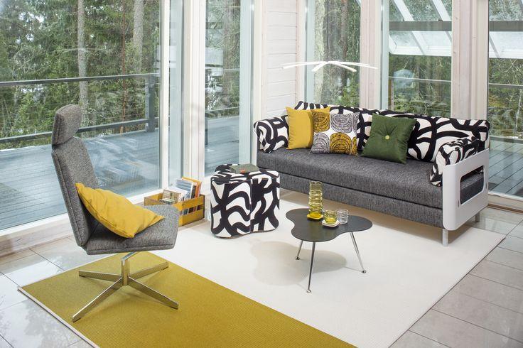 ON-sarja on Tapio Anttilan Pedrolle suunnittelema kalustesarja, johon kuuluu vuodesohvia ja tuoleja. Kuvan tuotteet: ON tuoli, ON vuodesohva, Triple rahi ja pöytä. #habitare2015 #design #sisustus #messut #helsinki #messukeskus #tapioanttila #pedro #furnituredesign #sofabed #lounge #finnishdesign #triple