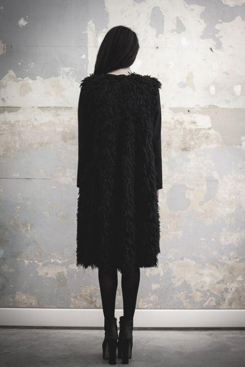 Blon.D 'The black silhouette collection'
