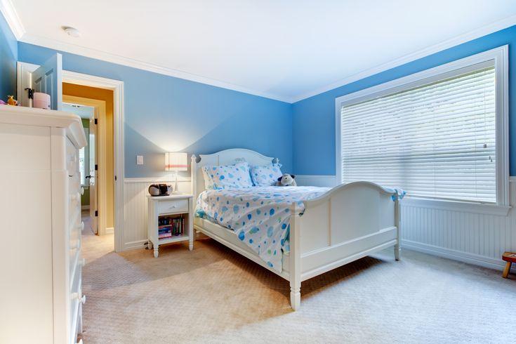 Una camera per ragazzi dai colori estivi. Stile shabby chic.