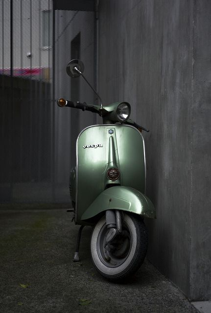 Vespa: Vespas Scooters, Cars Motorcycles, M Cars, Motors Scooters, Awesome Vespas, Louistomlinson Liampayn, Green Vespas, Vintage Vespas, Vespas Cool