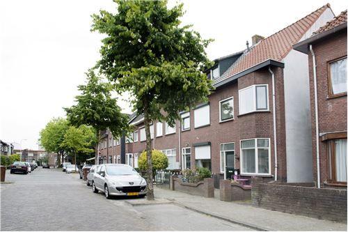 Prachtige #hoekwoning #erker #breda #magnoliastraat