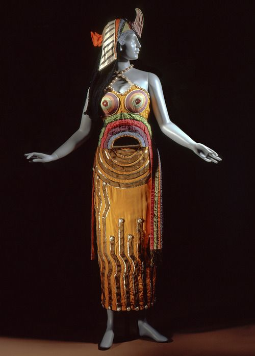 Sonia Delaunay designed this incredible costume for the title role of Cleopatra in 1918.