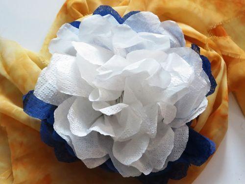 Делаем своими руками красивые цветы из бумажных салфеток - смотреть видео (видео)