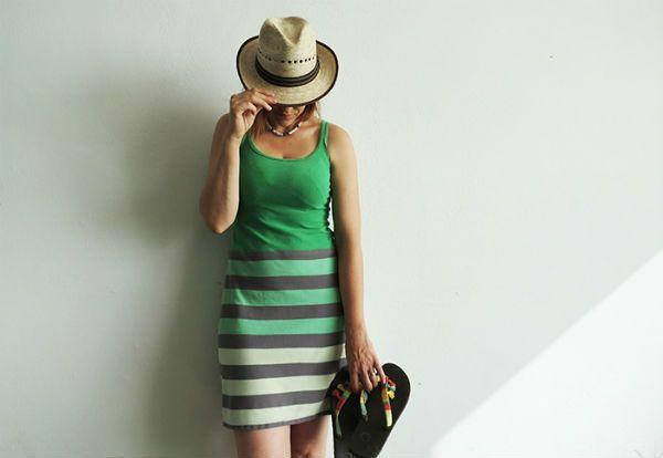 DIY : une robe d'été facile, à partir de vieux t-shirts Vous avez bien un débardeur que vous souhaitez recycler?