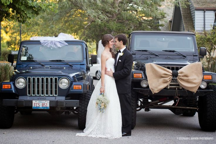 Definitely need some photos with the jeeps! & love the vail & bow tie on the Jeeps