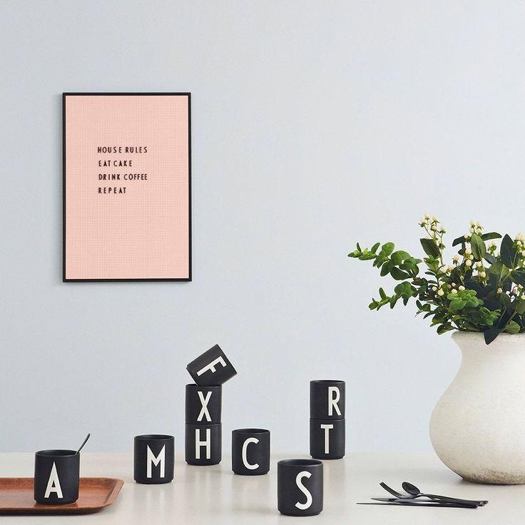 DESIGN LETTERS – Personal Porzellanbecher – I – schwarz – indoor