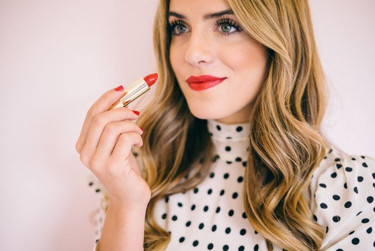 """Gal Meets Glam Gold Beauty - Burberry Lipstick in """"Military Red"""""""