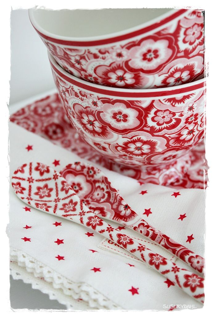 #TheJewelleryEditorLoves red and white china plates and cups. What else can you eat strawberries and cream off? #British