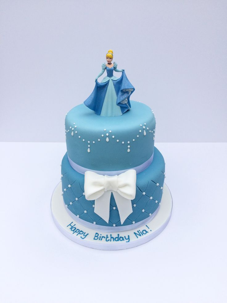 Disney Princess Cinderella cake with fondant bow and hand piped details. www.thewhiskandspoon.co.uk
