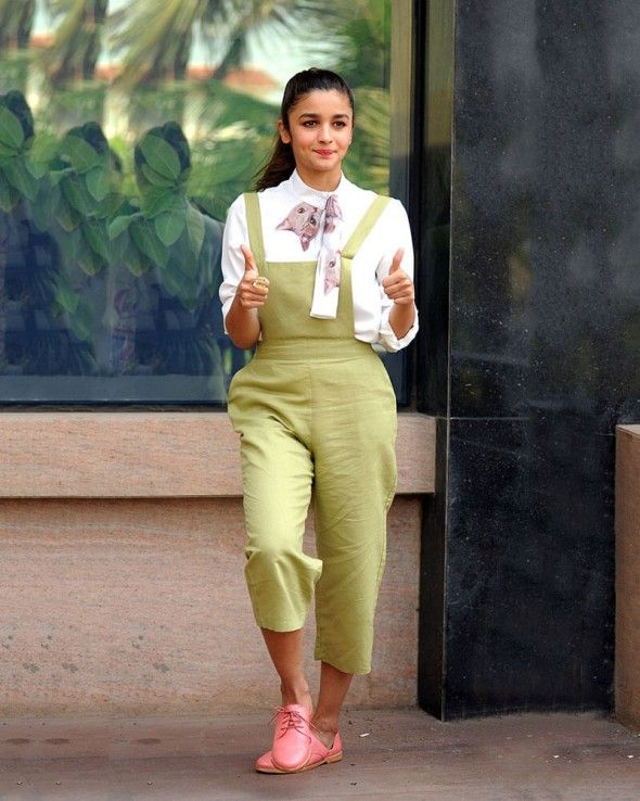 Get Stunning Looks With This Beautiful #AliaBhatt Cotton #Dungaree  More #CelebrityDressesonline  https://www.lurap.com/women/celebrity-style